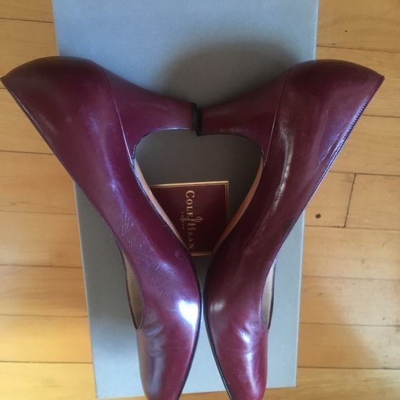 Salvatore Ferragamo Shoes - Salvatore Ferragamo, Size 5B, leather pumps